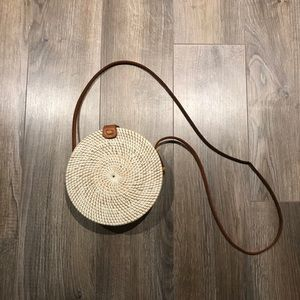 Handbags - Round crossbody rattan bag